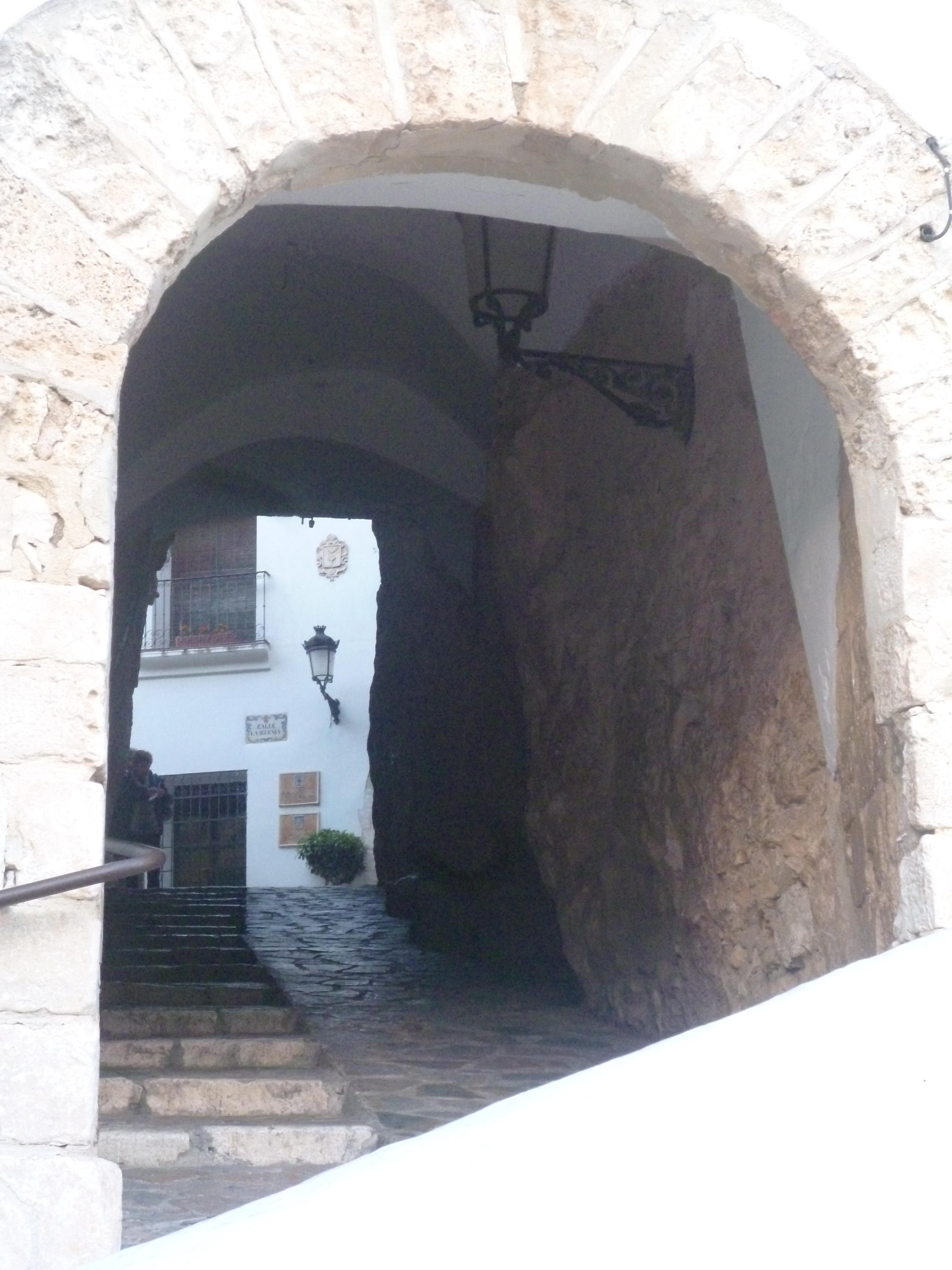 le tunnel d'entrée pour le castell