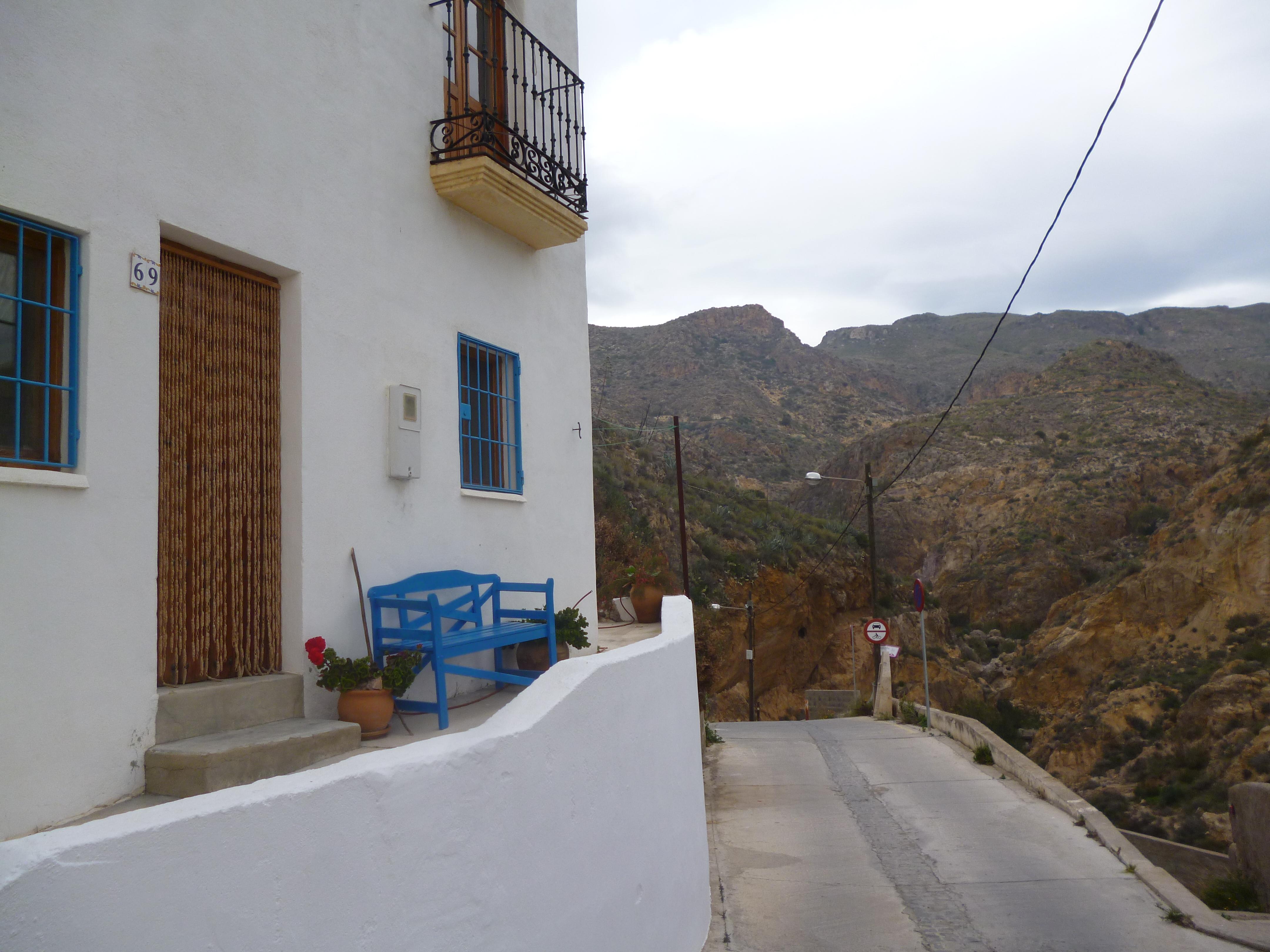 la rue San Anton s'ouvre sur le canyon