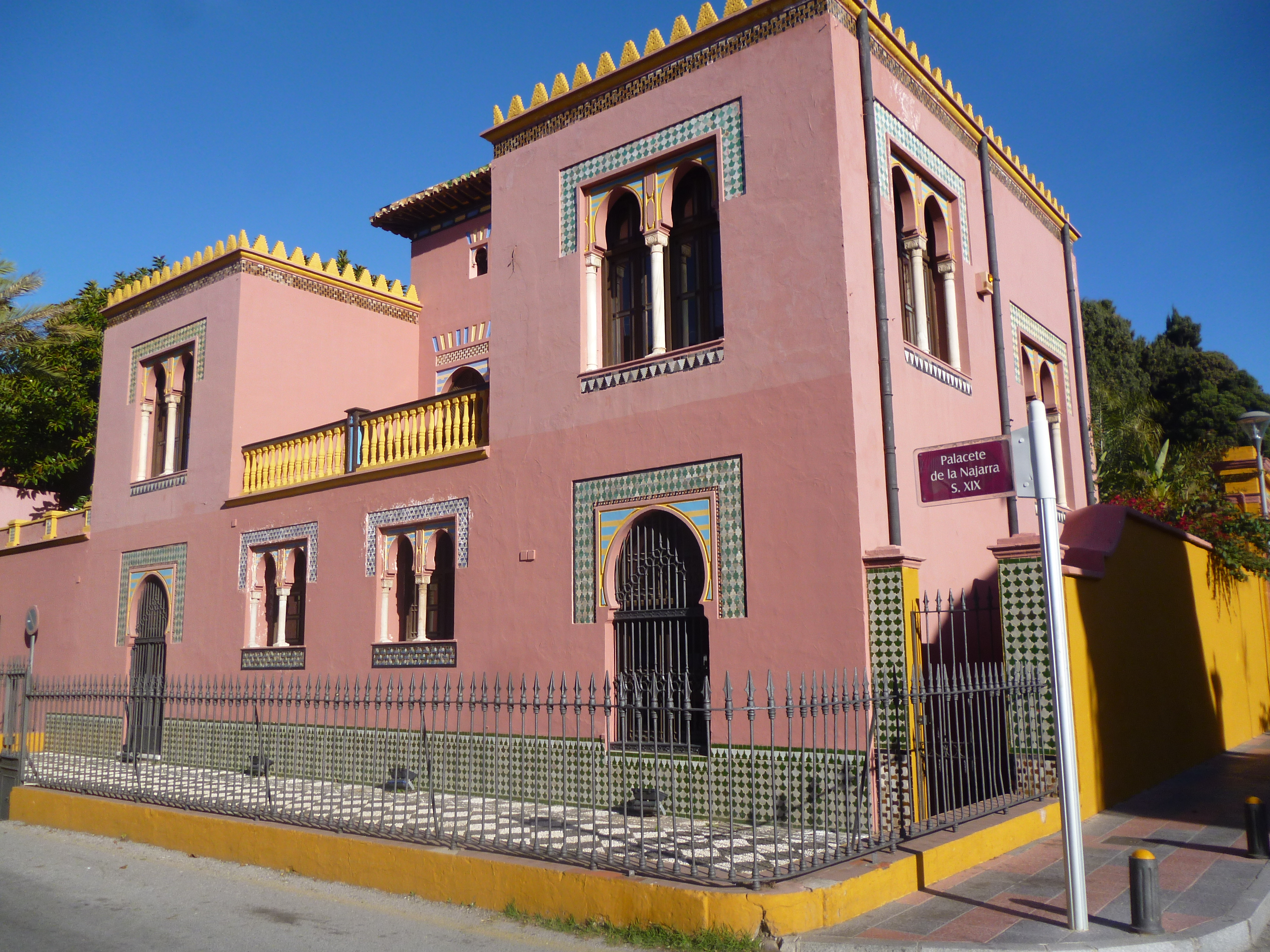 le palais de la Najarra et office de tourisme