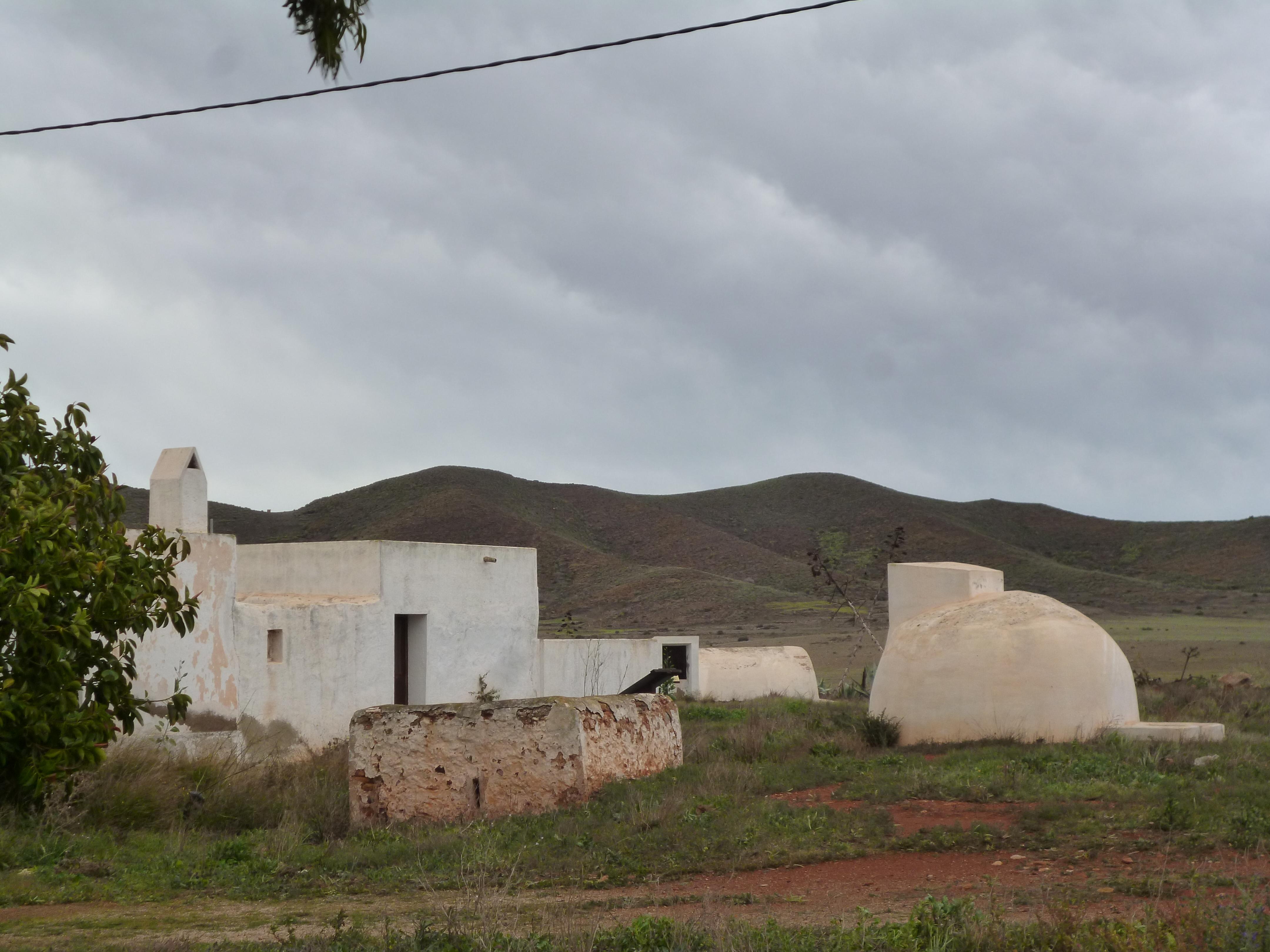 maisons et citernes sur le chemin de Rodalquilar