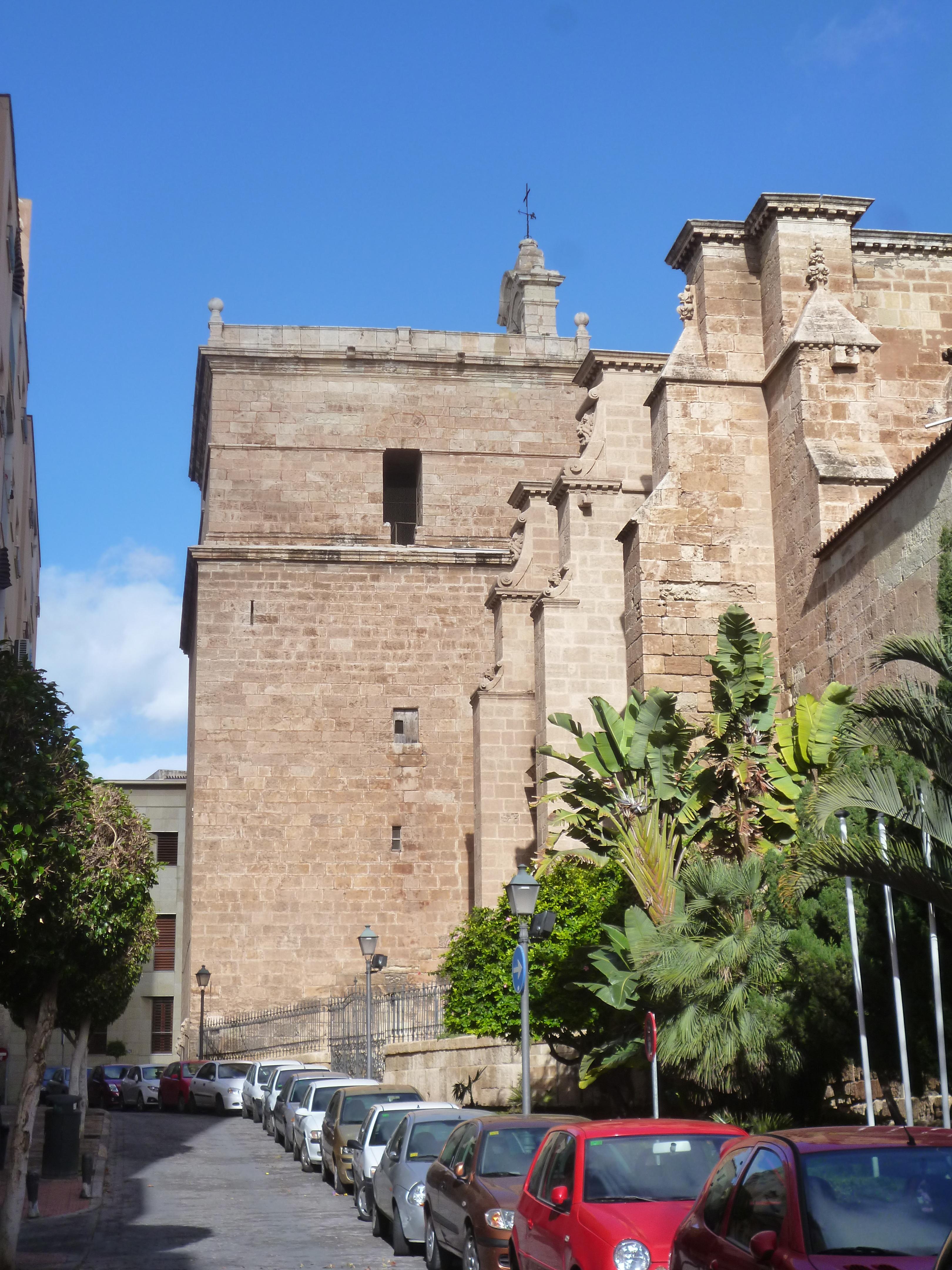 la cathédrale, architecture miltaire et religieuse mélée