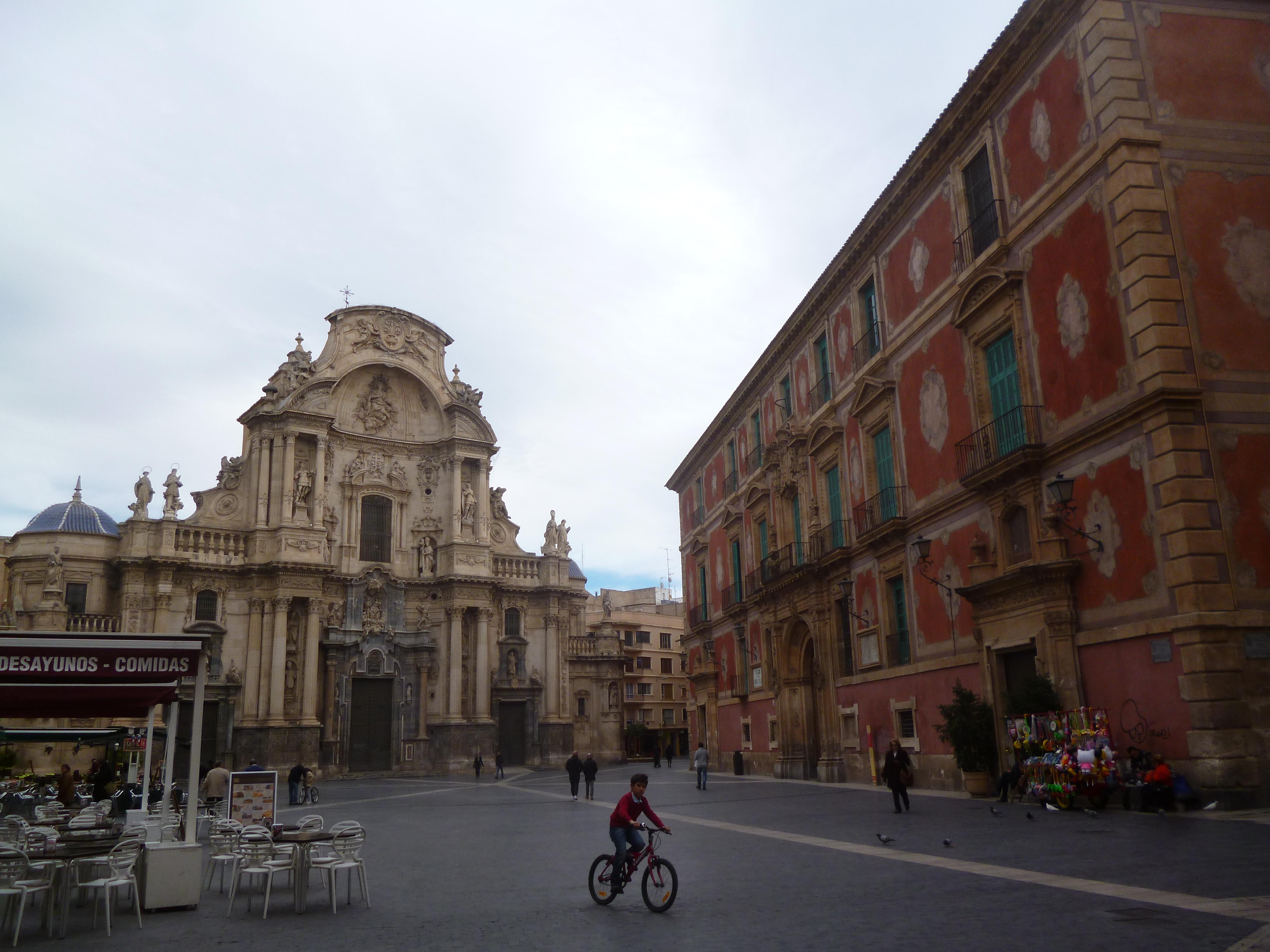 place de la cathédrale et palais épiscopal