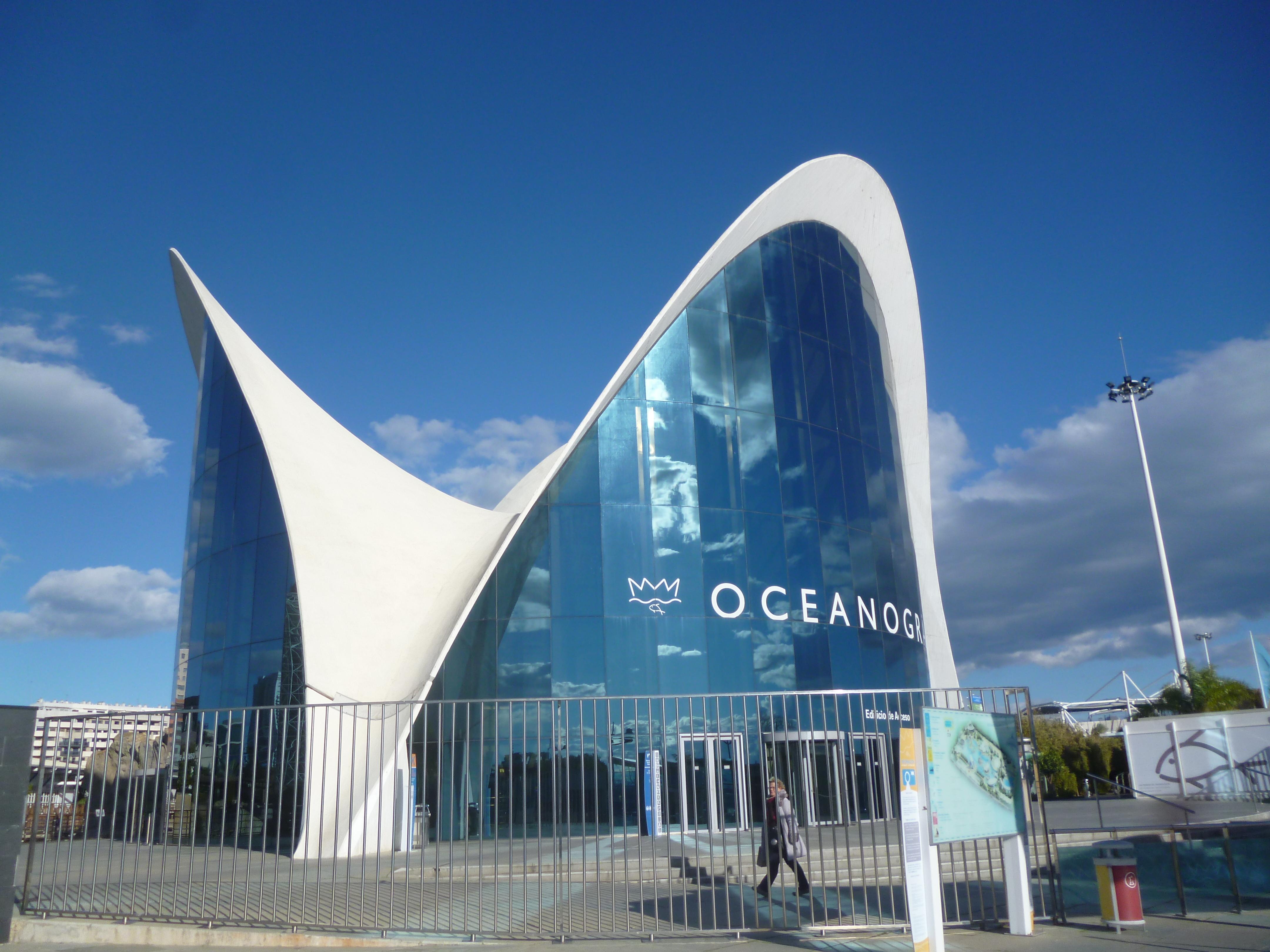 l'aquarium, un des plus grands d'Europe, 42 millions de litres d'eau