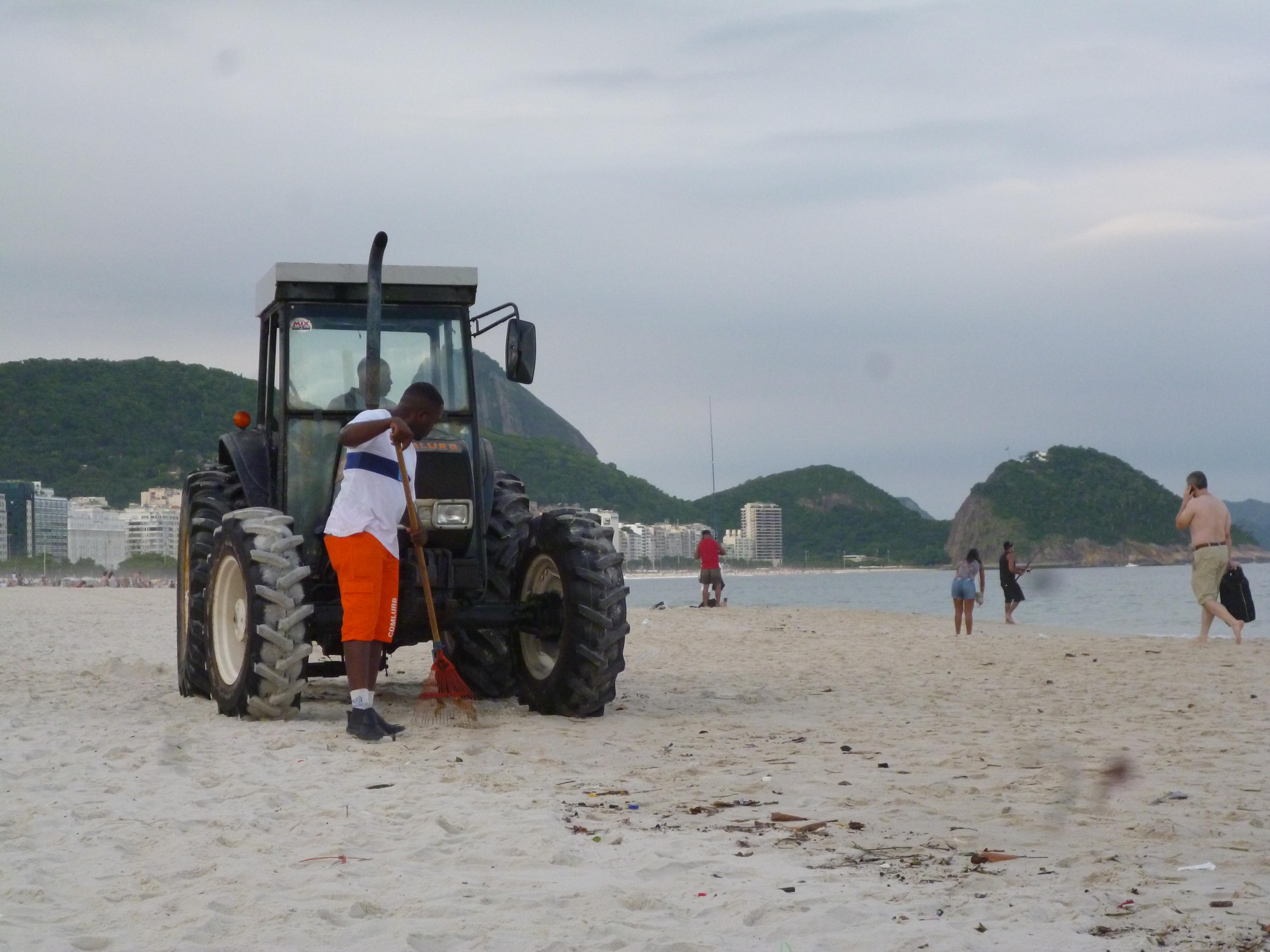 cantonier bresilien: 4km de plage a la main et au rateau