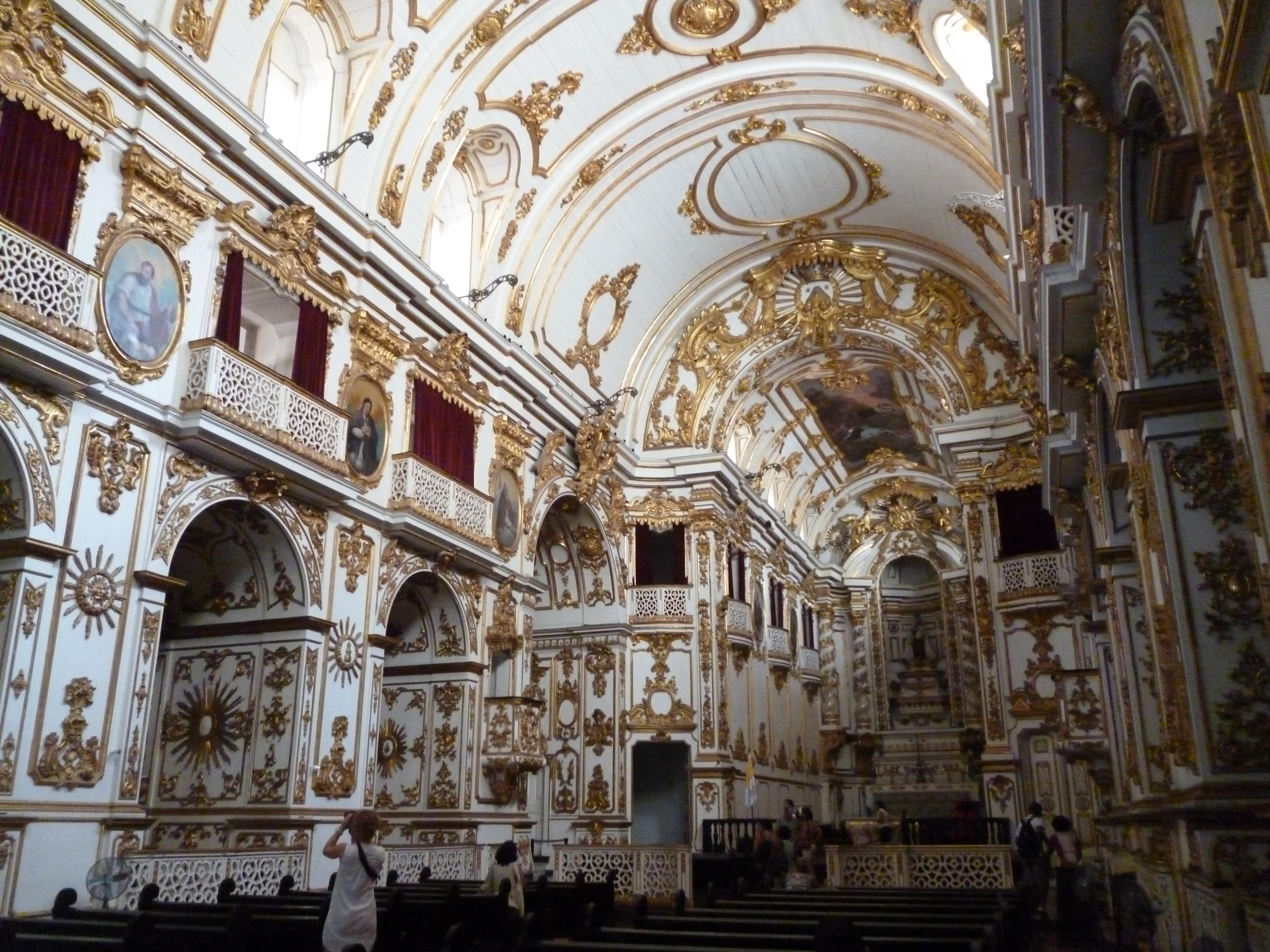église de Nuestra Senhora do Carmo da Antigua Sé, ouf! décorée de bois. En 1822, dom Pedro 1er y fut sacré empereur du Bresil.