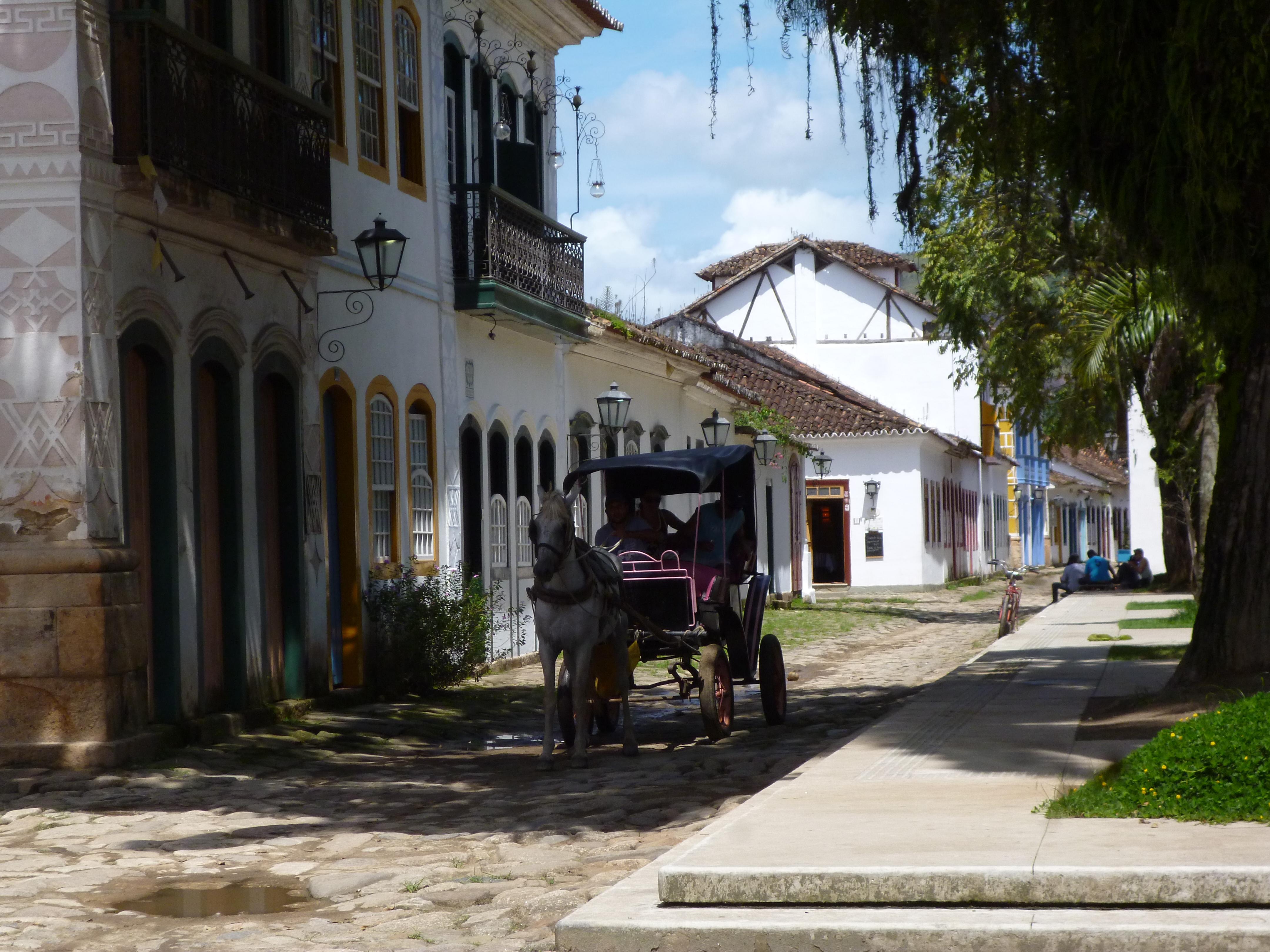 petite ville coloniale préservée à structure cohérente