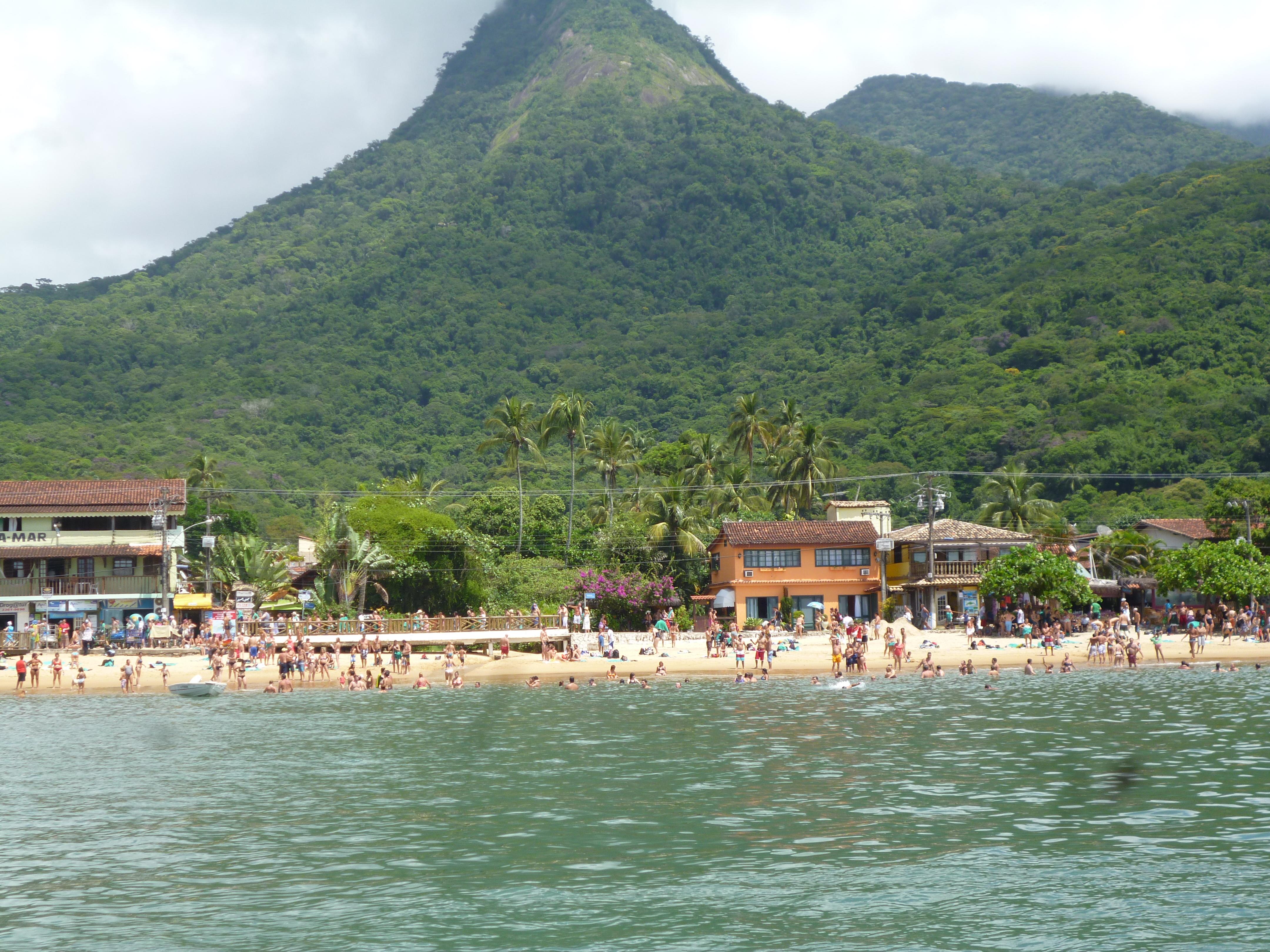 arrivée sur Ilha Grande, la foret tropicale est impréssionnante