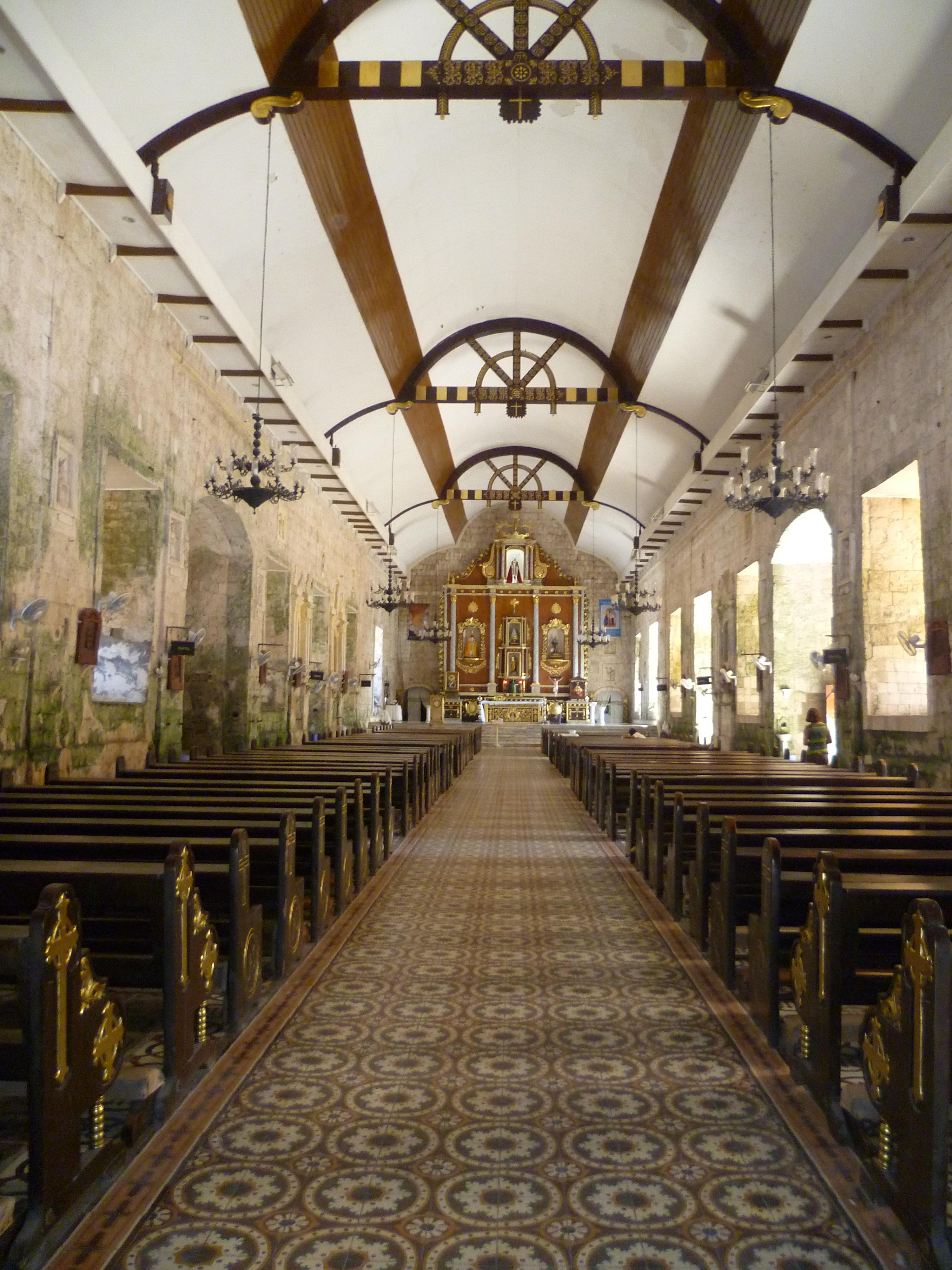 intérieur de l'église à Bantayan