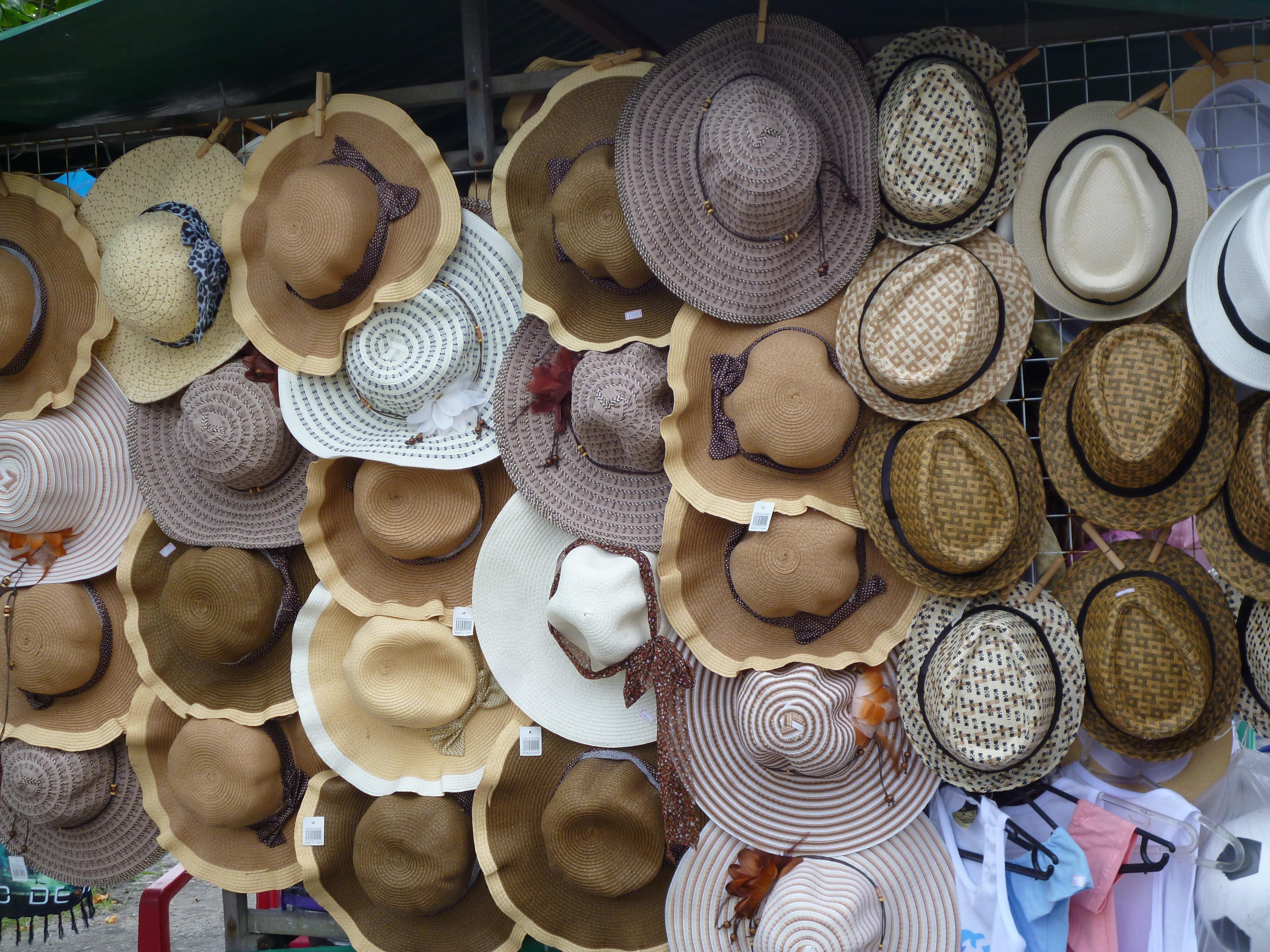 marchand de chapeaux à Arraial do Cabo