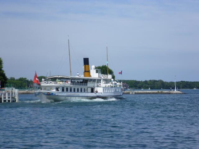 le bateau pour traverser le lac Leman