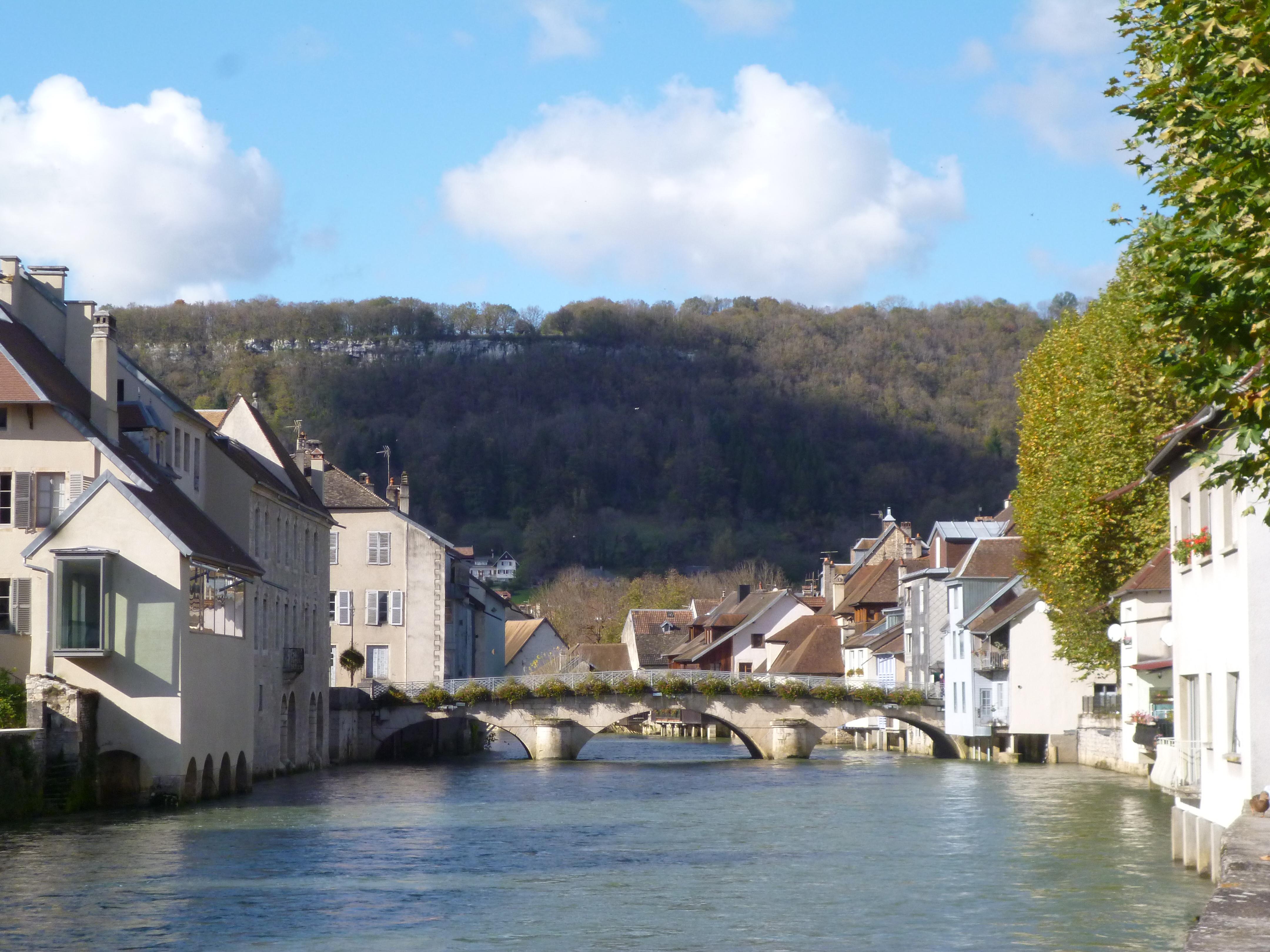le village d'Ornans sur la Loue