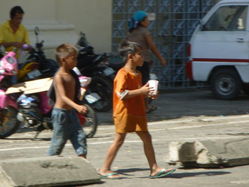 tout n'est pas rose sur l'archipel, ici enfants des rues