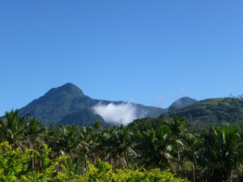 quelques volcans quand même, certains prétendent que Camiguin serait l'ile la plus volcanique au monde>