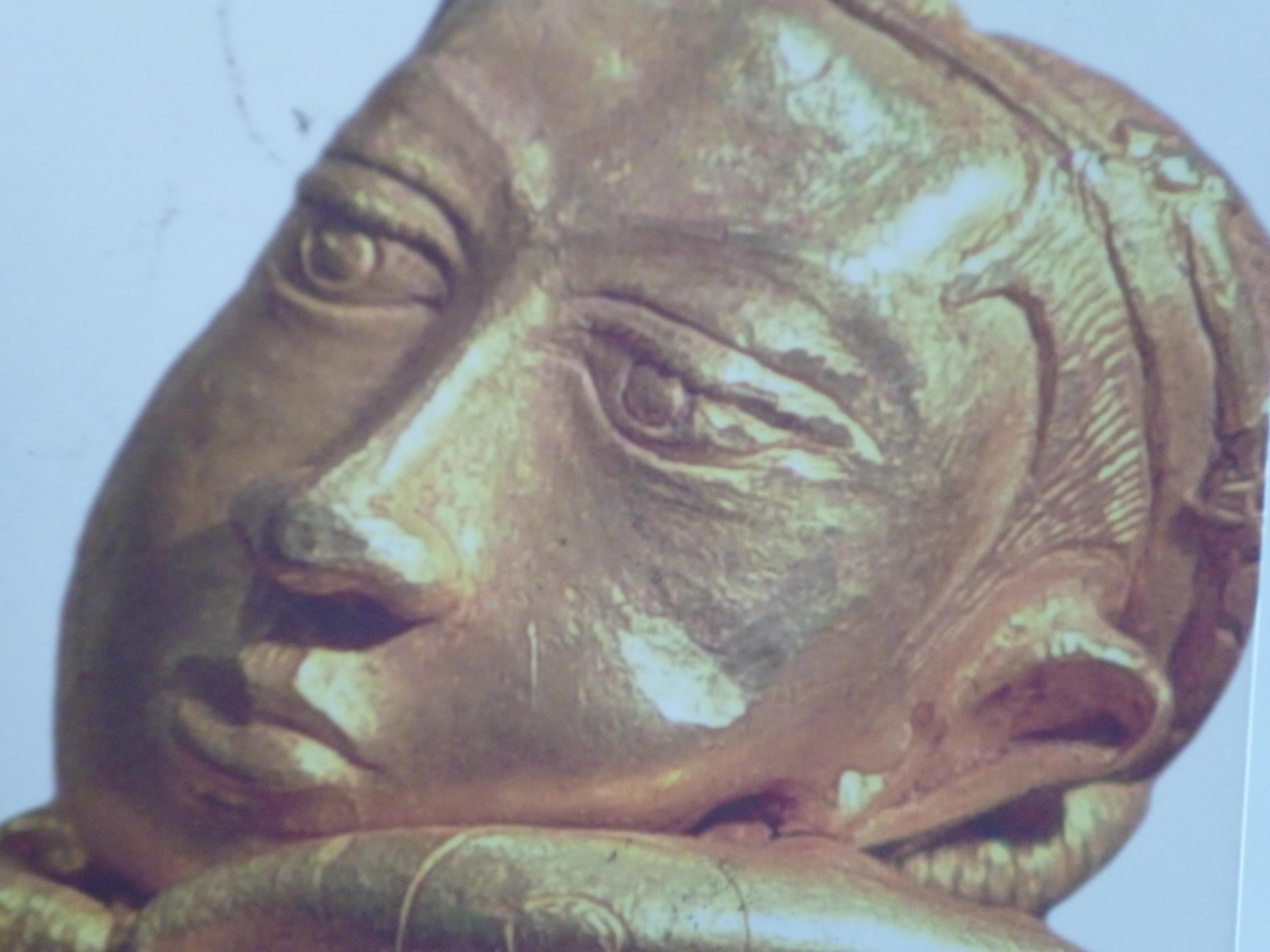 Objet en or du 10-13 siècle prouvant la dextérite des populations