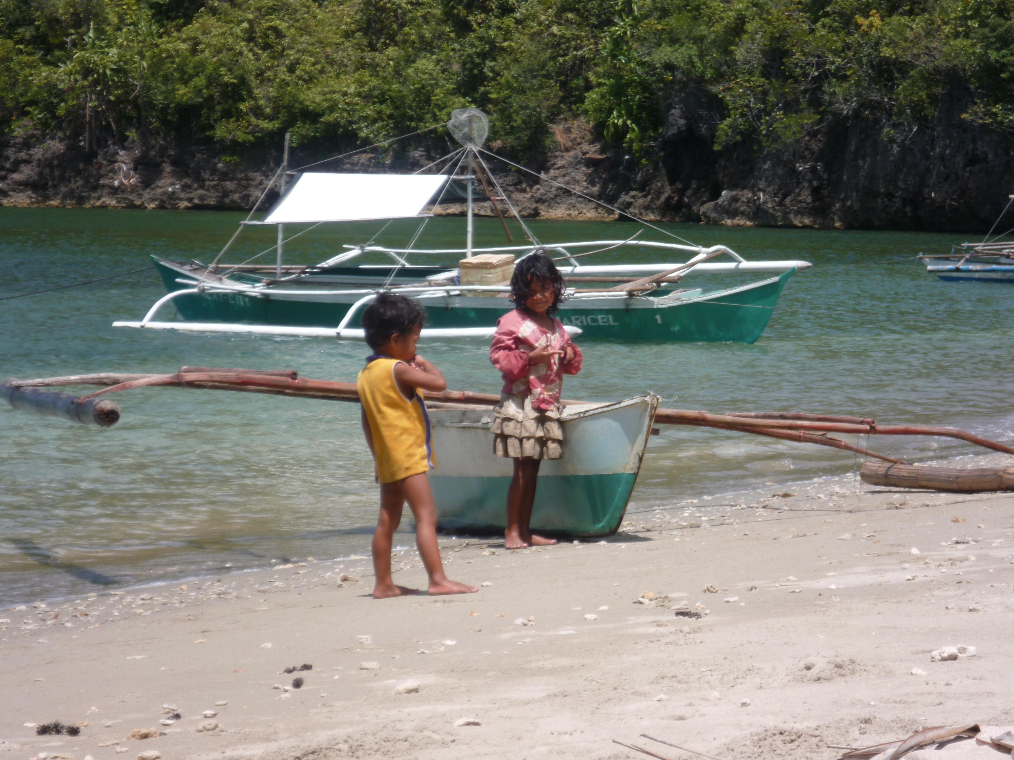 rencontre avec de futurs marin-pêcheurs, ces 2 enfants navigaient seuls