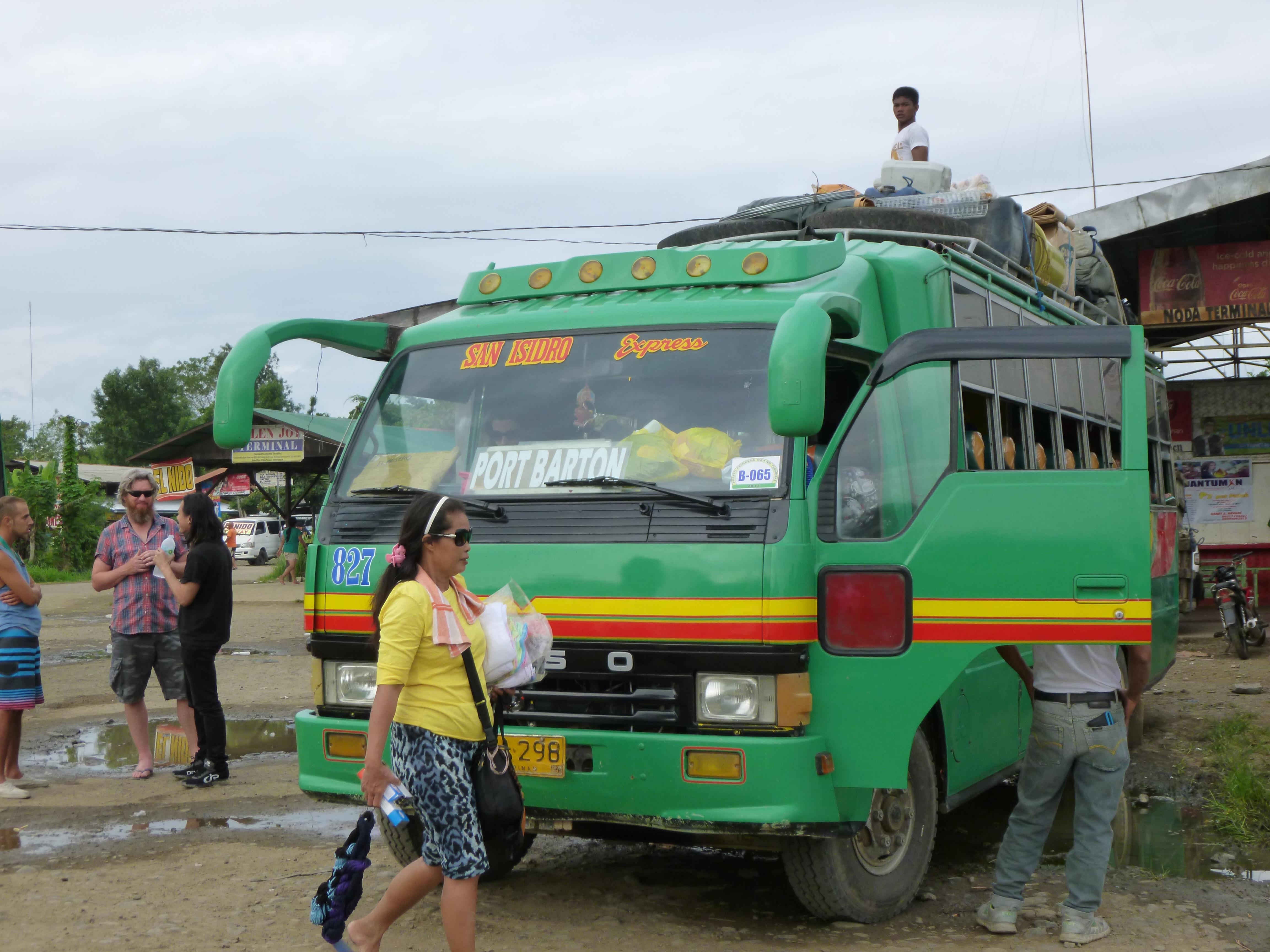 le bus pour Port Barton, plein à craquer.