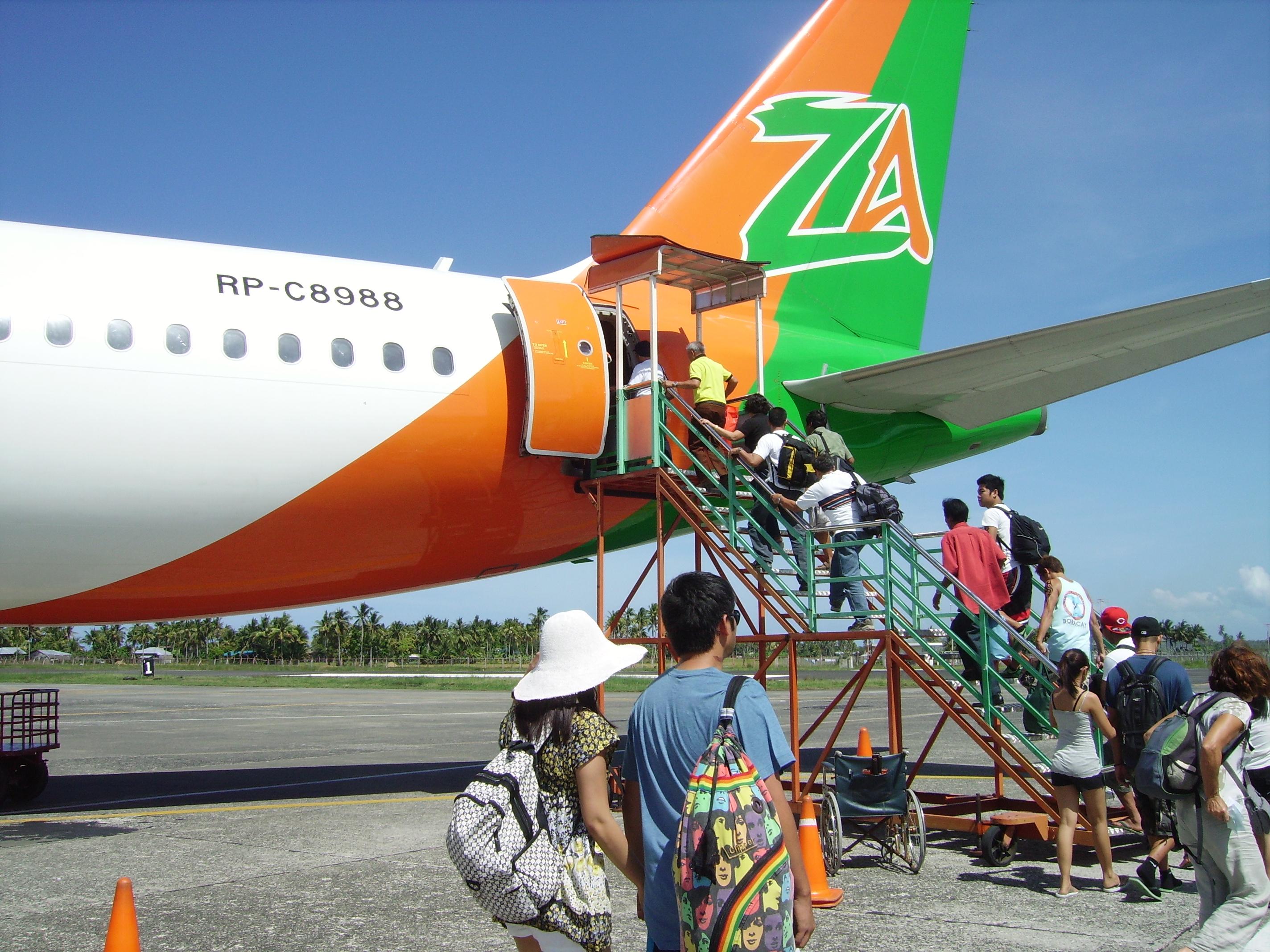 embarquement vol Zestair sur le tarmac de Kalibo en 2010