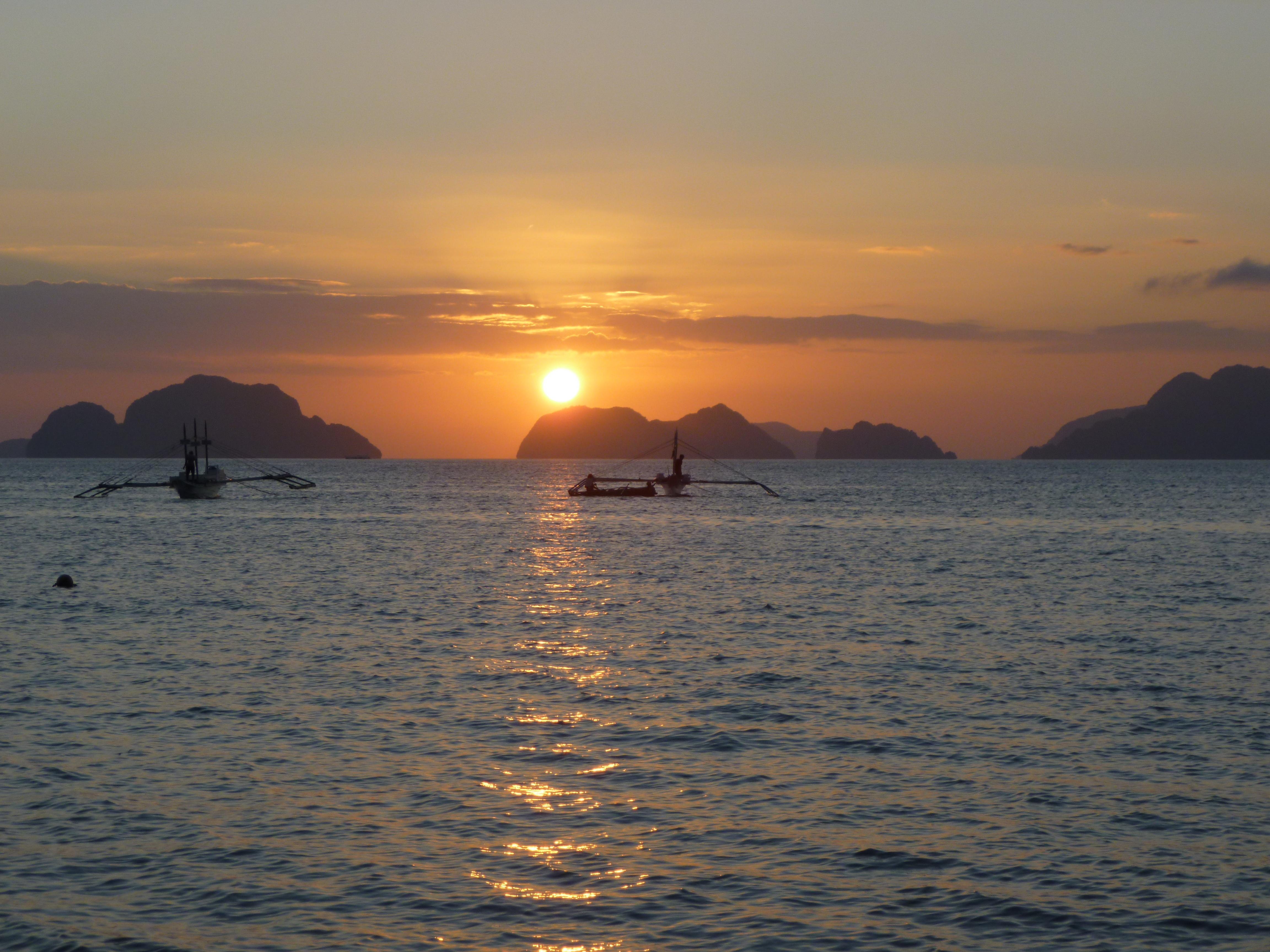 coucher de soleil sur la baie de Bacuit depuis chez Avelina